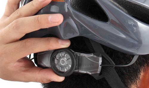 登山ヘルメットの調整