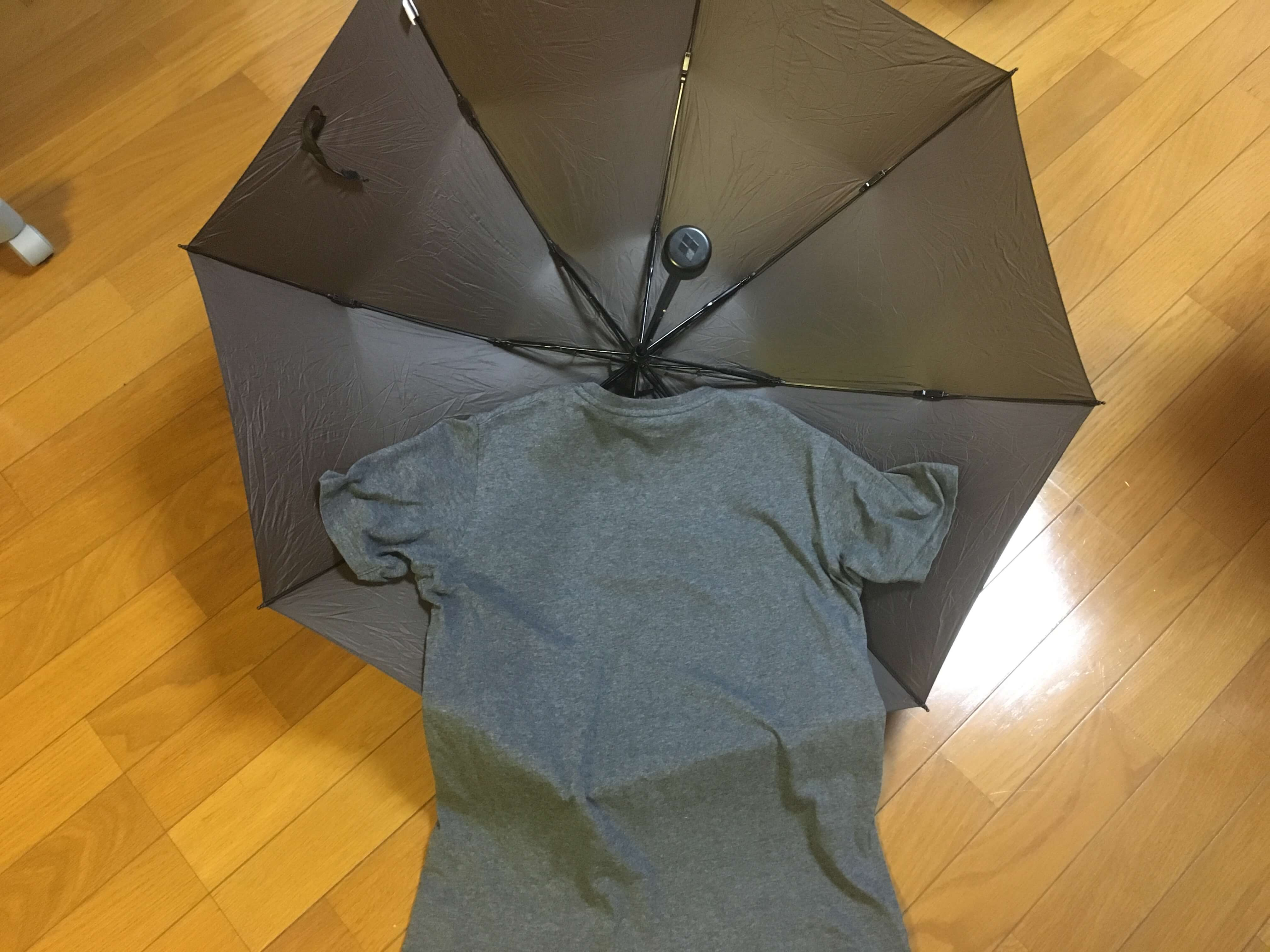軽量のトレッキング用傘、モンベルU.L.トレッキングアンブレラの開いた時の大きさ