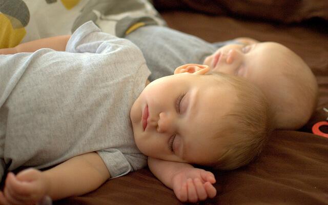 寝るときに足のむくみを解消するふくらはぎサポーター