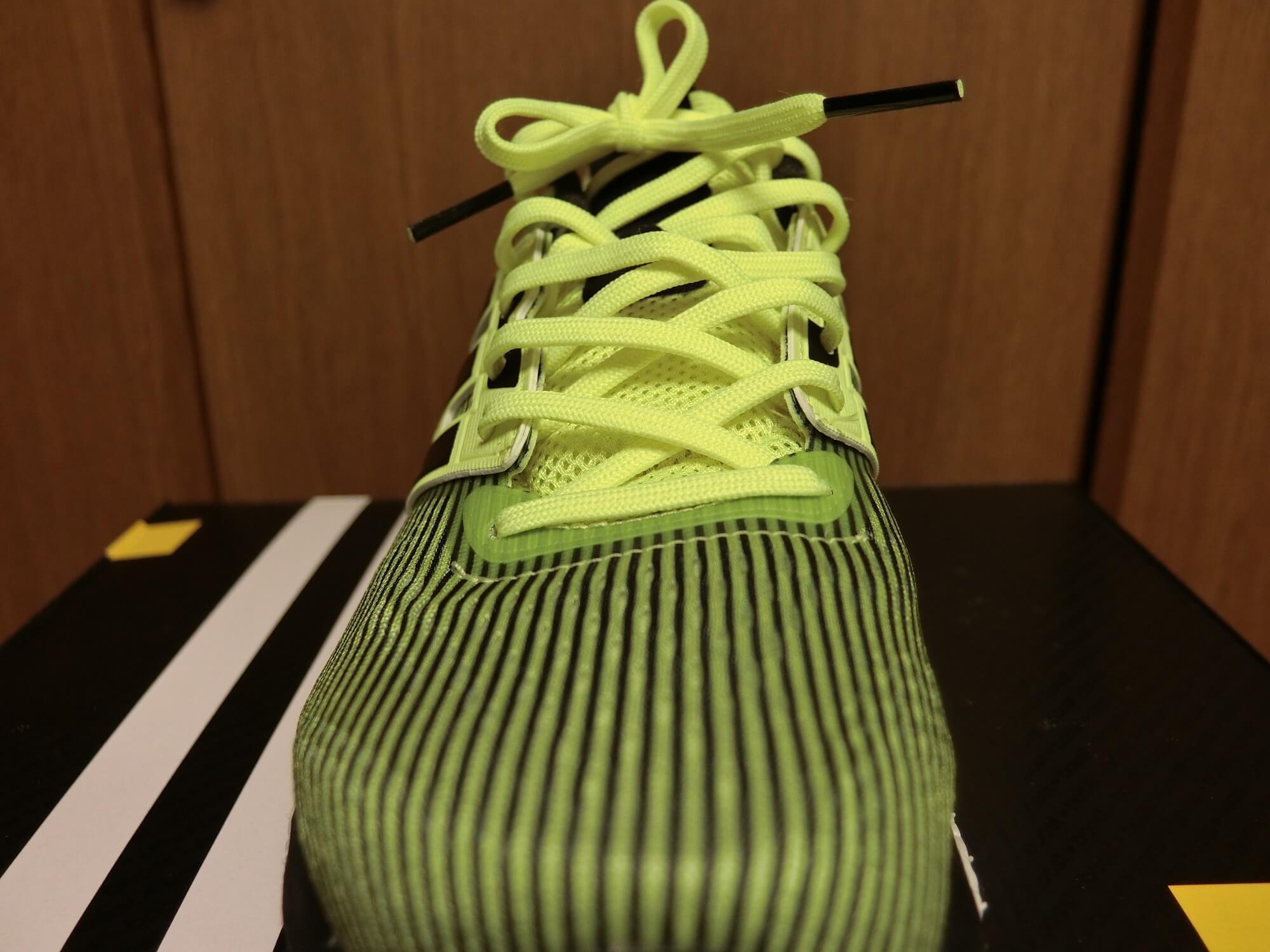 Snova Glide BOOST 4の靴紐1