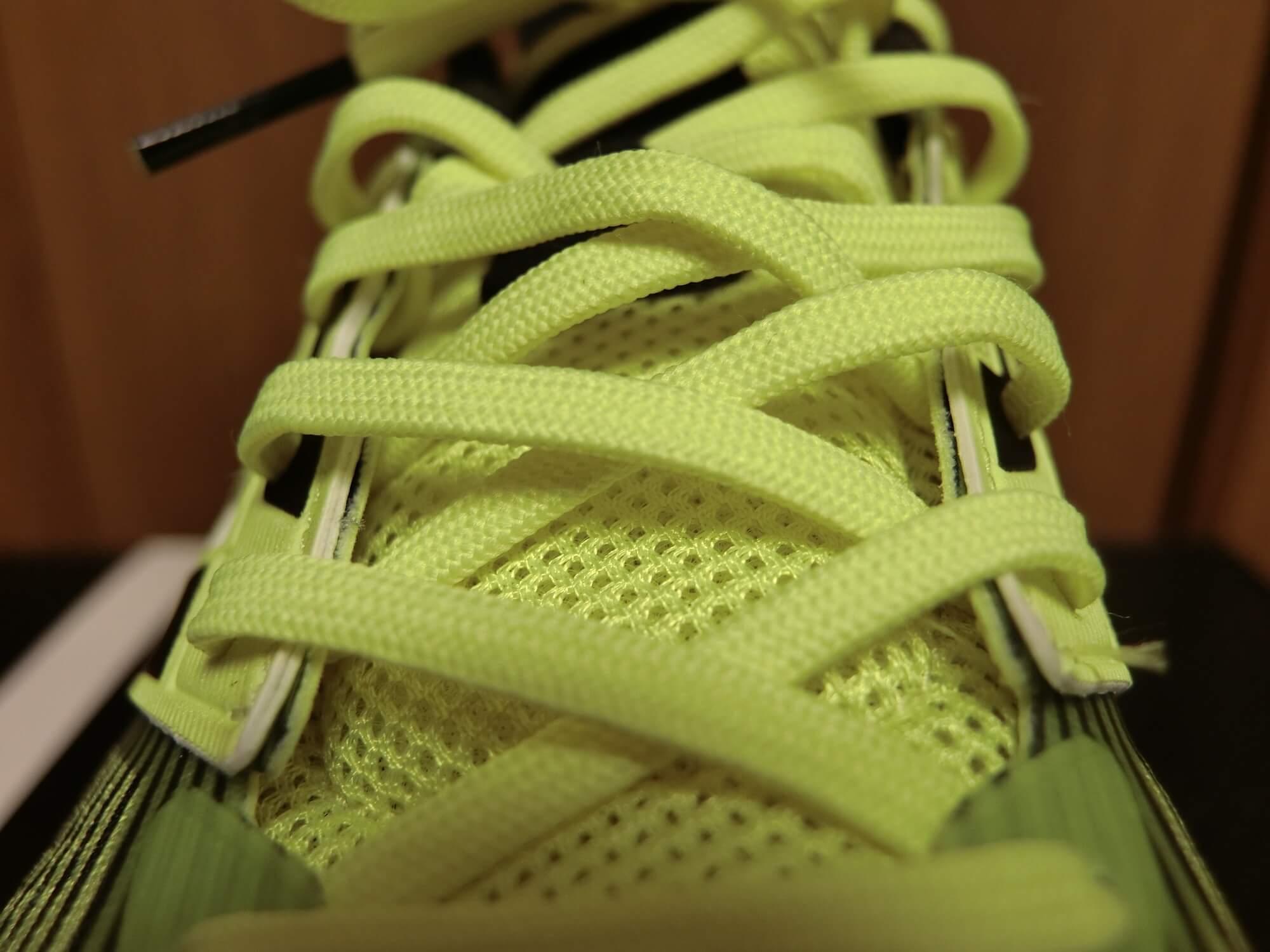 Snova Glide BOOST 4の靴紐2